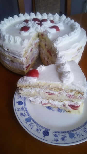 Bela torta sa jagodama