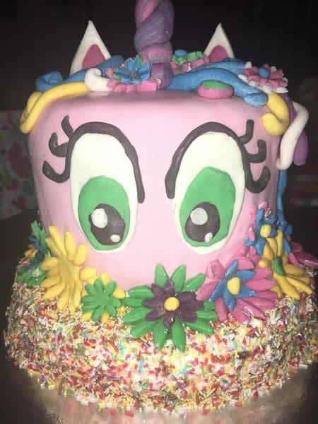 Duga torta sa bombonama
