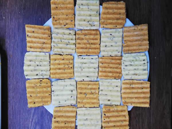 Hrskavi slani i pikatni krekeri