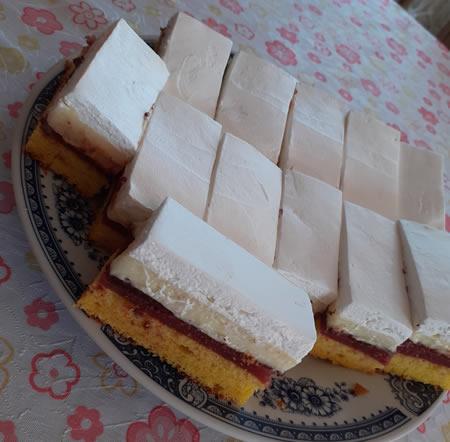 Jagoda-vanila kolač