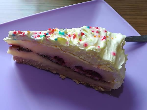 Keks torta sa malinama i čoko keksićima