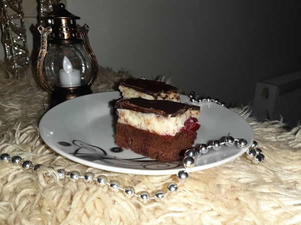 Kremasti kolač sa višnjom