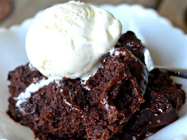 Lava kolač sa sladoledom