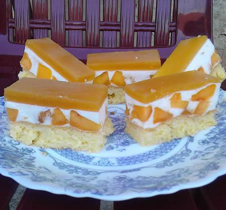 Penasti kolač sa breskvama
