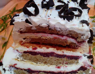 Bela torta sa višnjama