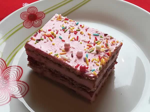 Torta sa malinama i turskim keksom